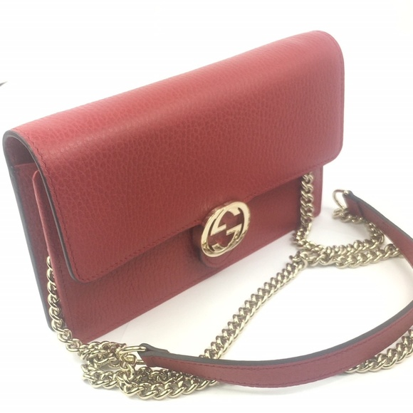 Gucci  510314 GG Closure Chain Crossbody Wallet 5abcd8ea419de